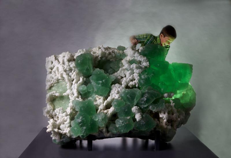 Удивительная коллекция минералов - шедевры Земли. видео  - Кристаллы.jpg
